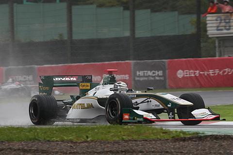 【スーパーフォーミュラ最終戦 JAF鈴鹿グランプリ】激しいウェット。コースアウト、赤旗中断が続出したフリー走行と予選Q1 レース1のポールポジションを決めたアンドレ・ロッテラー選手