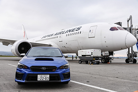 【SUBARUテックツアー】スバルが製造する中央翼を体感!! JALのボーイング 787チャーター便へ旭川空港から成田へ SUBARUテックツアーの一環として、スバルはJALのボーイング 787チャーター便を使って中央翼を体感するというイベントを実施した