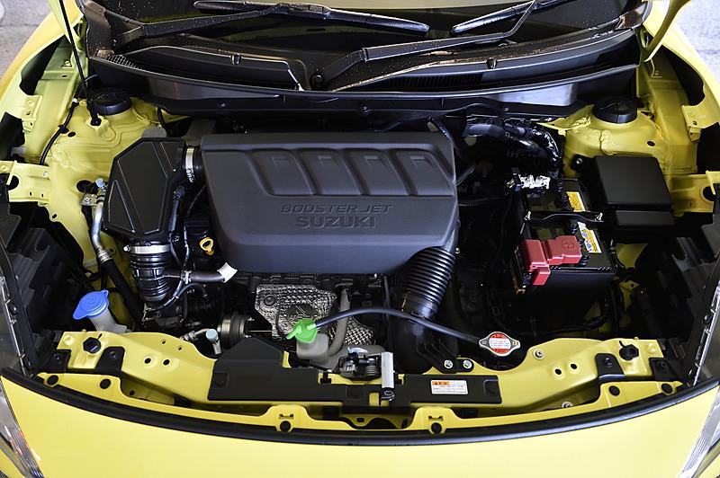 エンジンは先代の1.6リッター自然吸気から1.4リッターターボにダウンサイジング。サイズをコンパクト化したほか、重量も88.8kgから88.6kgに軽量化した
