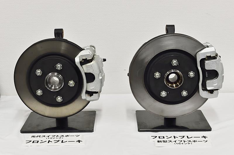 フロントブレーキのディスクサイズを先代の15インチから16インチに大径化し、ディスク厚も2mmアップの24mmとしている