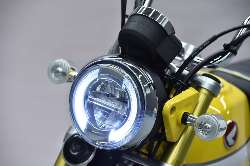 LEDヘッドライト。点灯パターンも個性的