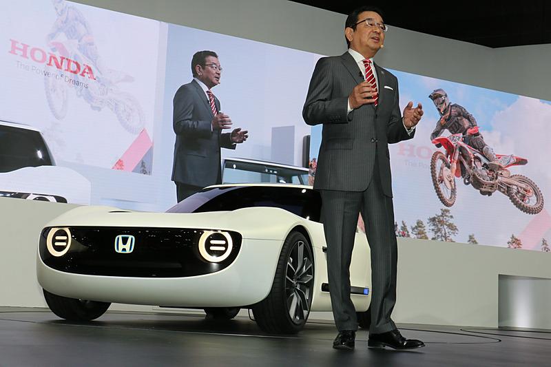 「Honda Sports EV Concept」はステージ上でアンベール