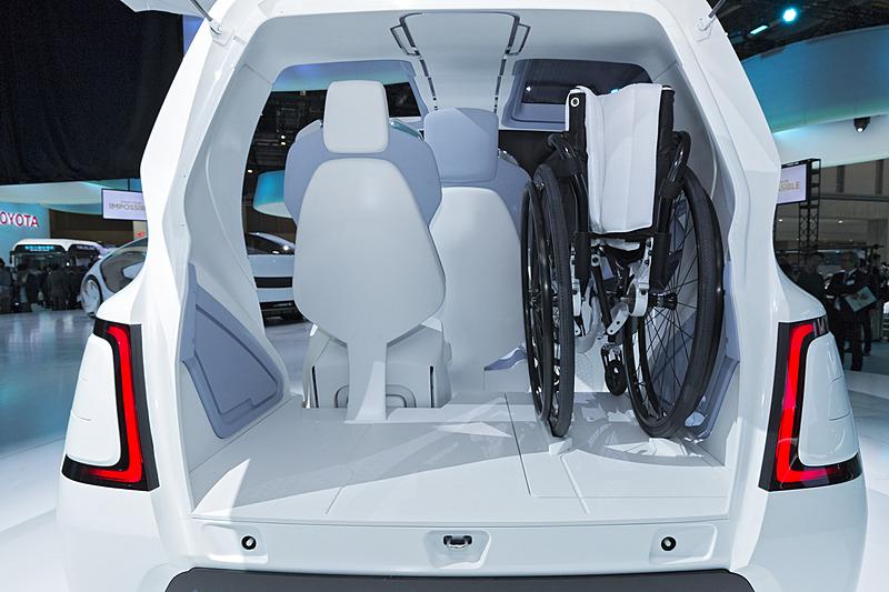 車いすは後部に搭載できる