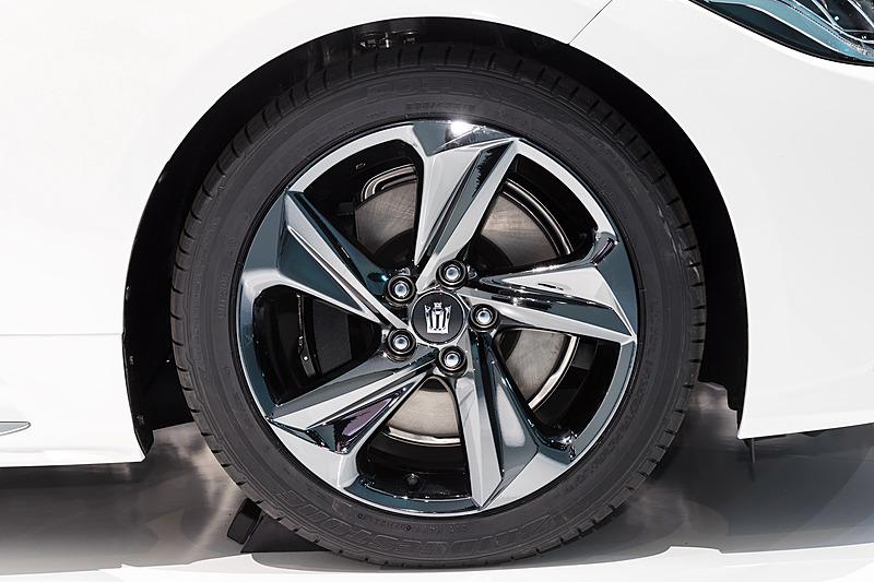 タイヤはブリヂストン ポテンザRE050A。タイヤサイズは前後とも235/45 R18