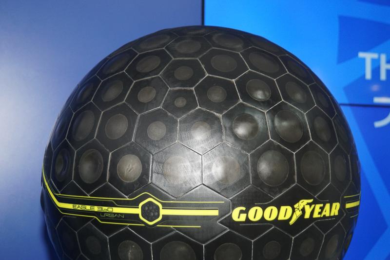 日本初公開のAI搭載球形タイヤ「Eagle 360 Urban」