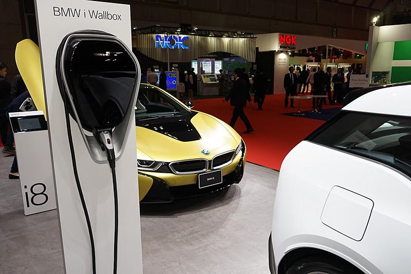 壁掛けの充電装置「i Wallbox」