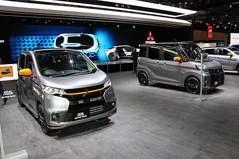 【東京モーターショー2017】三菱自動車、開幕2日目に「eKカスタム」「eKスペース カスタム」の特別仕様車「ACTIVE GEAR」をサプライズ展示 東京モーターショー2017の開幕2日目となる10月26日にサプライズで追加展示された「eKカスタム ACTIVE GEAR」(左)と「eKスペース カスタム ACTIVE GEAR」(右)