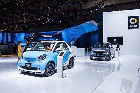 【東京モーターショー2017】メルセデス・ベンツ、「スマート フォーフォー electric drive」を展示 メルセデス・ベンツブースでは「スマート フォーフォー electric drive」などを展示