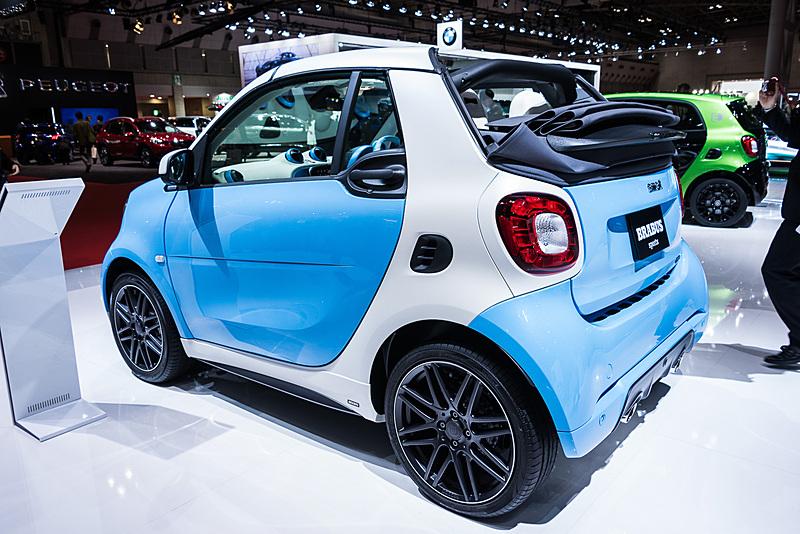好みに合わせてボディカラーとトリディオンセーフティセル、フロントグリルの3つのパーツの色を選べる「スマート ブラバス cabrio」テーラーメイドモデル