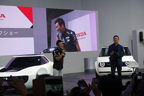 【東京モーターショー2017】ホンダブースで、インディ500を優勝した佐藤琢磨選手のトークショー開催 佐藤琢磨選手はホンダブースでトークショーを実施