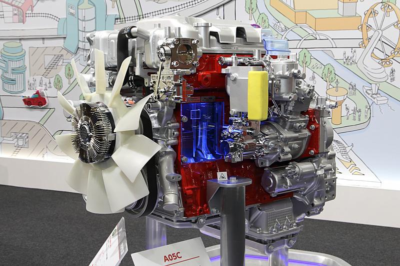 A09Cエンジンをベースにした、主に中型車用のダウンサイジングエンジン。A09Cエンジンとともに2段過給や世界初採用となる「ディンプルライナー」、超高圧コモンレールなを採用する。最高出力191kW(260PS)/2300rpm、最大トルク882Nm(90kgm)/1400rpmを発生。レンジャー、ブルーリボンハイブリッド、メルファに搭載する