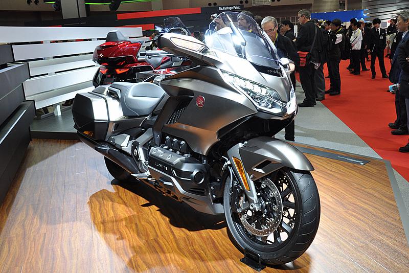 ゴールドウイングの2モデルは、2018年4月にスタートする新販売網「Honda Dream(ホンダ ドリーム)」で販売予定とされる