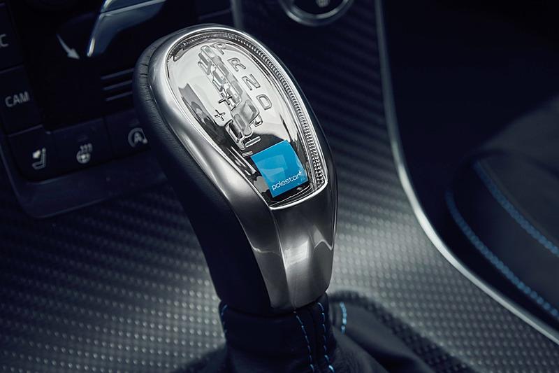 これまでのポールスターモデルと同じく「Sport+(スポーツプラス)モード」を採用したパドルシフト付8速ATを採用