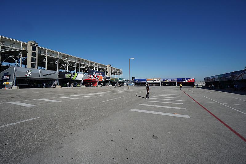 レース開催中の機体が置かれるハンガースペース