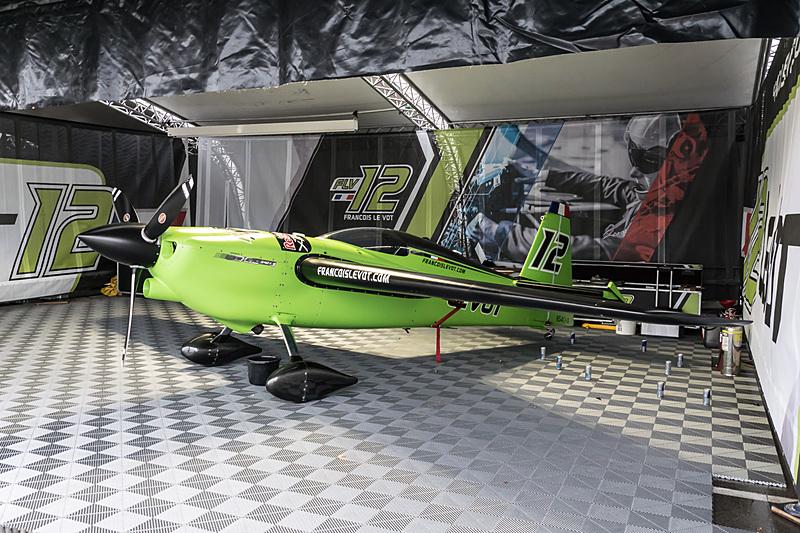 フランソワ・ルボット選手(No.12 FLV レーシング チーム、フランス)の機体「EDGE 540 V3」
