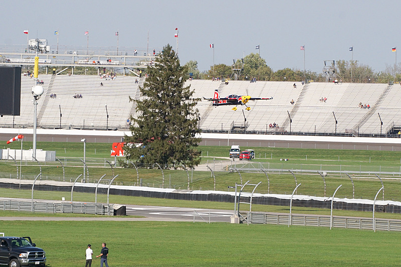 コース内に滑走路があり離陸。すぐに競技が始まる