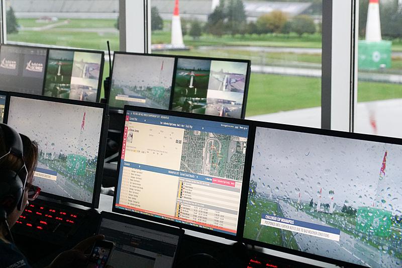 画面にはカメラの映像やマップ、現在の情報などが表示されている
