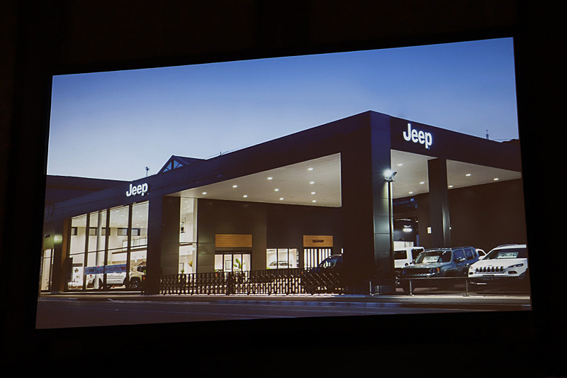 2016年から店舗デザインにブラックとウッドを基調とした新しいCIを導入。内装はブラックのフローリングに明るい白を基調としている。このCIは2018年末までに約80%の店舗に展開していく予定