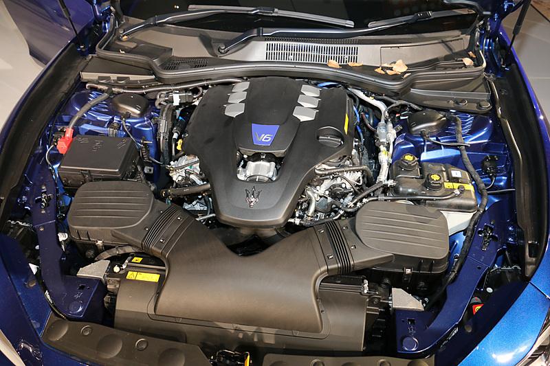 最高出力316kW(430PS)/5570rpm、最大トルク580Nm/2250-4000rpmを発生を発生するギブリ SのV型6気筒3.0リッター 直噴ツインターボエンジン