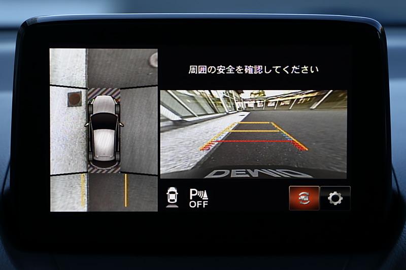 幅寄せをした状態の車両の360°ビューモニターの表示