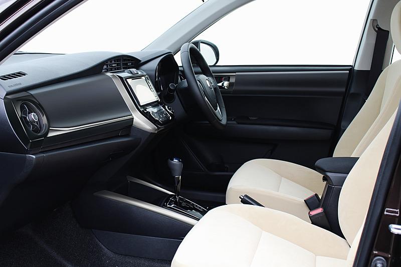 HYBRIDのフロントシートにはシートヒーターのオプション装着が可能