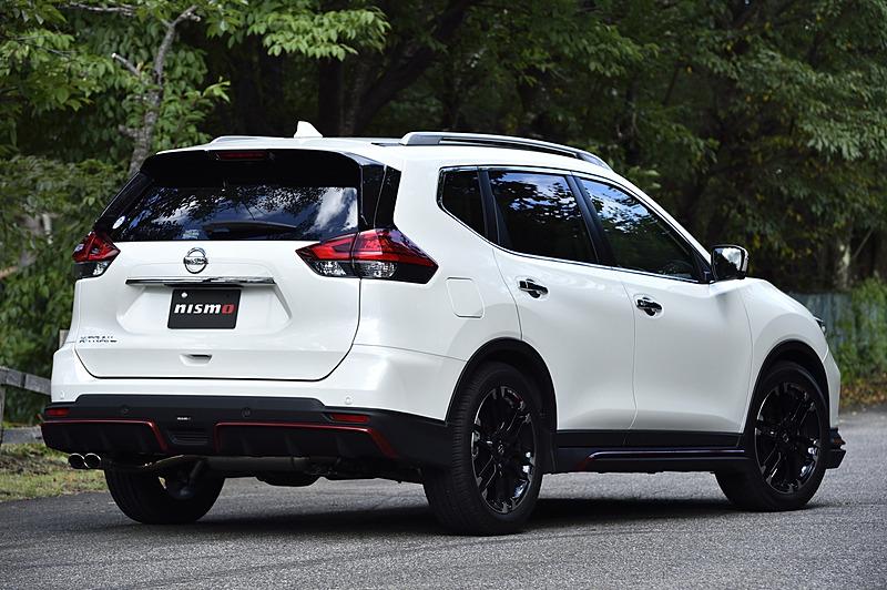 「エクストレイル NISMO パフォーマンスパッケージ」装着車。ベースモデルはエクストレイルの20X 4WD