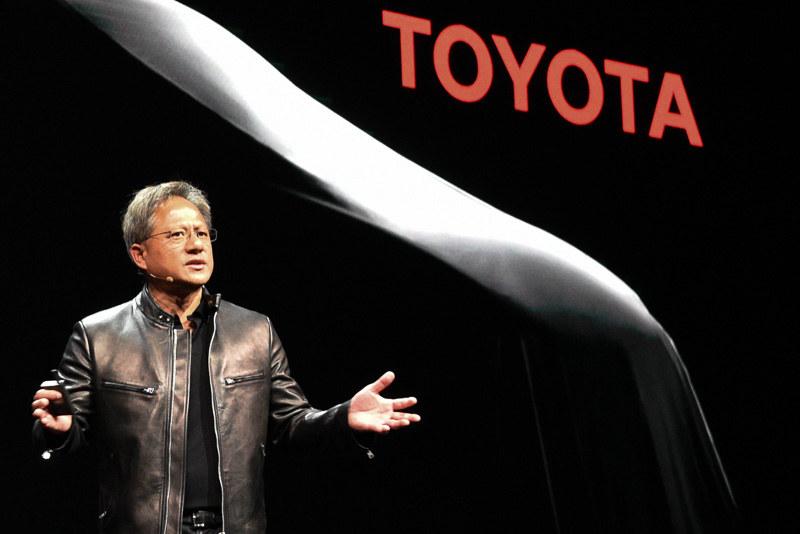 トヨタ自動車との協業を発表するNVIDIA CEO ジェンスン・フアン氏