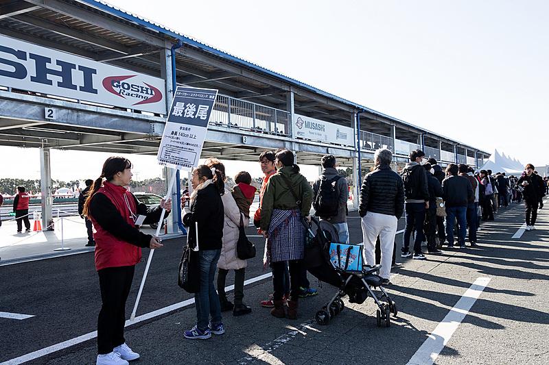 午前1回、午後2回の計3回が用意されていたものの、各回での抽選開始時には長蛇の列となったスポーツカーエクスペリエンス