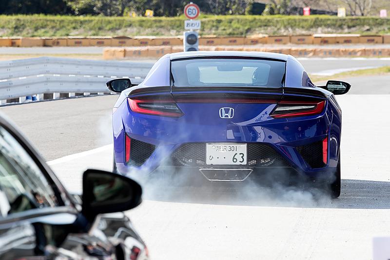 スポーツカーエクスペリエンスにふさわしい迫力の走りを見せた