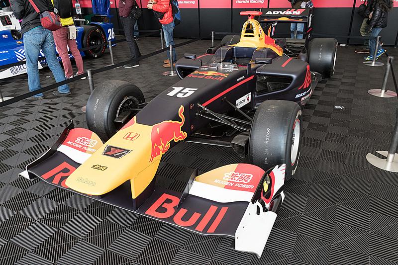 2017年のスーパーフォーミュラでランキング2位を獲得したピエール・ガスリー選手の15号車