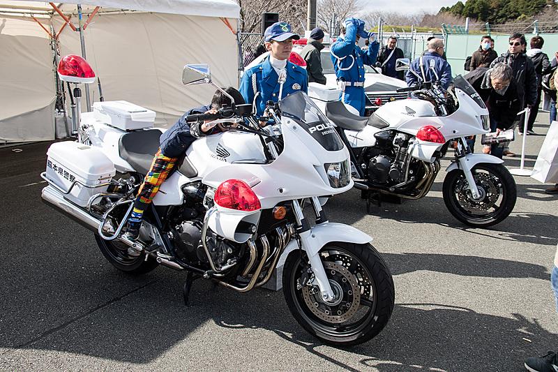熊本県警もイベントに参加。パトカー&白バイを展示