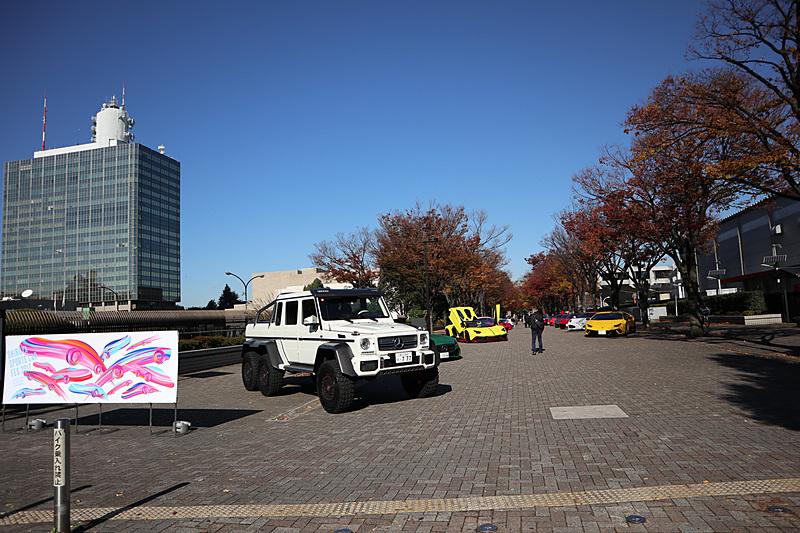 けやき並木の渋谷駅側は「CARGUYブース」となっており、多彩なスーパーカーが展示されている