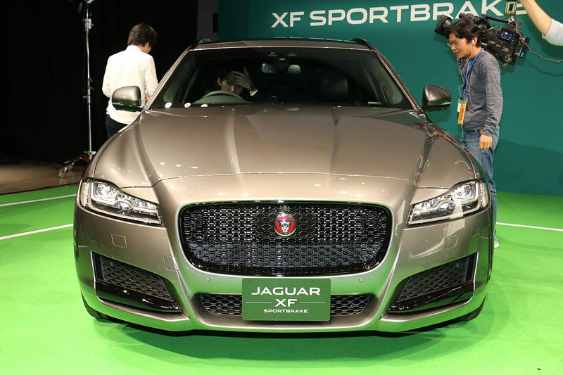 ボディサイズは4965×1880×1495mm(全長×全幅×全高)、ホイールベースは2960mm。車両重量はガソリンエンジン搭載モデルが1810kg、ディーゼルエンジン搭載モデルが1820kg