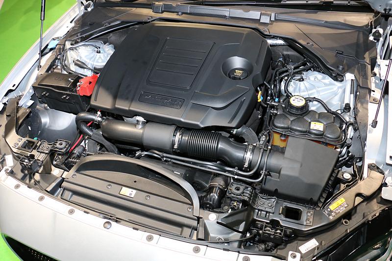 直列4気筒DOHC 2.0リッター直噴ターボのディーゼルエンジンは、最高出力132kW(180PS)/4000rpm、最大トルク430Nm/1750rpmを発生。トランスミッションは8速ATで後輪を駆動