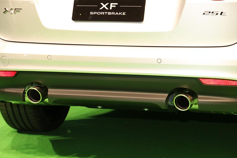 ガソリンエンジン搭載モデルのエキゾーストエンド