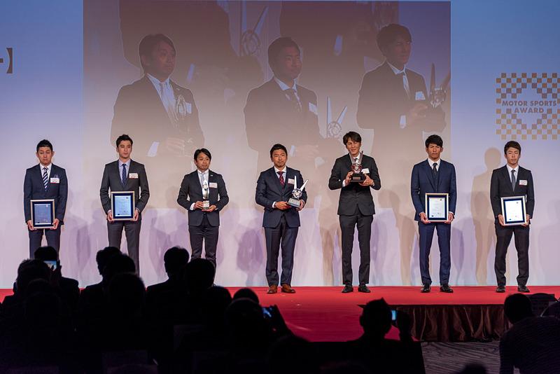 SUPER GT GT300クラス ドライバー チャンピオン:谷口信輝選手、片岡龍也選手、同 チームチャンピオン:GOODSMILE RACING&Team UKYO