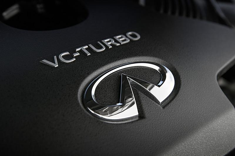4気筒2.0リッターで、最高出力200kW(268HP)、最大トルク380Nm(280lb-ft)を発生する世界初の量産型の可変圧縮比エンジン「VCターボ」