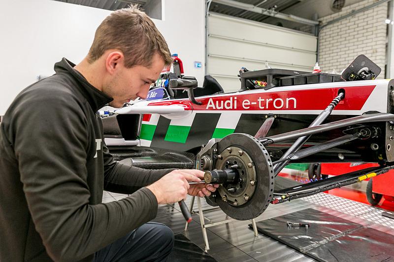 2017/2018年シーズンからニューマシンの「Audi e-tron FE04」を投入