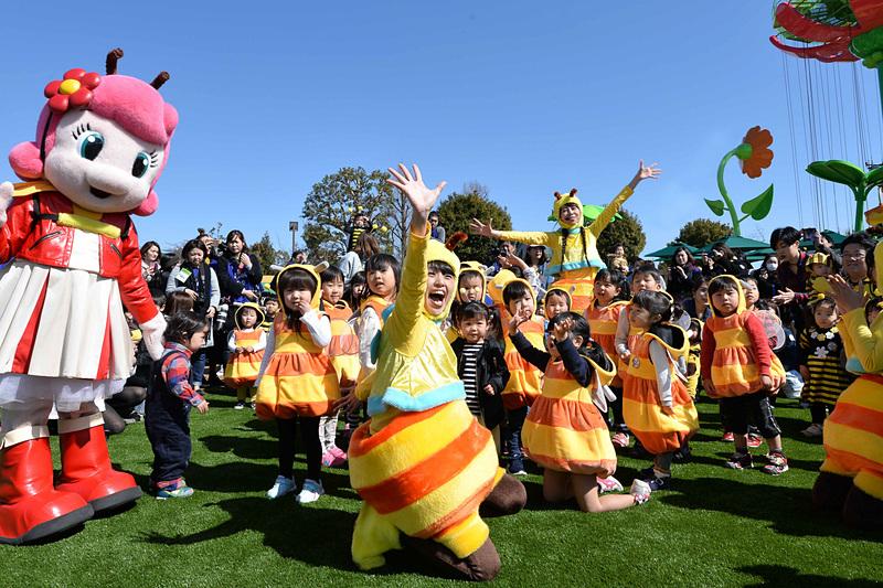 """201""""8""""年も「プッチハッチ」に扮した小学生以下の子供などの入場が無料になる「集まれ!プッチハッチキャンペーン」を継続。さらに春イベントとして親子で楽しめる各種アトラクションが実施される"""