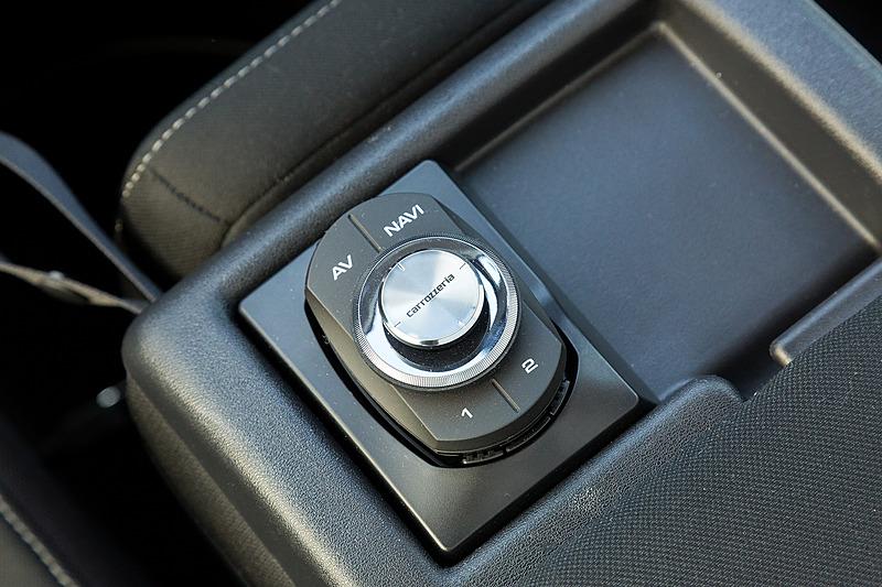 Bluetooth接続のスマートコマンダーは標準装備