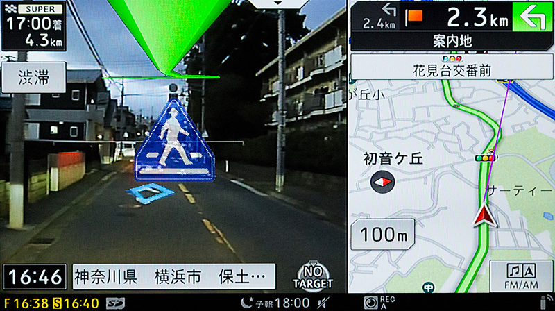 道路上のマークを認識して横断歩道を教えてくれる機能も。かなり視界のわるい時でも認識されるので、見落としを防ぐことができる