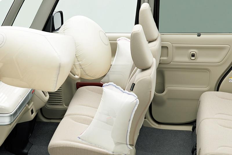 「フロントシートSRSサイドエアバッグ」を全車標準装備。なお、スペーシア カスタムの「HYBRID XSターボ」には「SRSカーテンエアバッグ」も標準装備される
