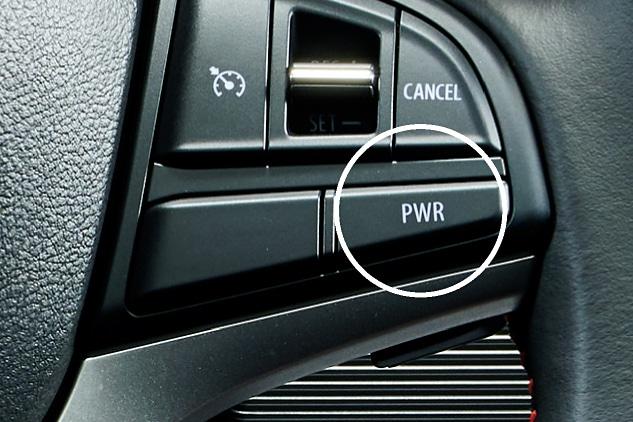 全車でエンジンとCVTの制御変更とともに、モーターアシストをトルクアップさせて加速を行なう「パワーモード」のスイッチをステアリングに設定