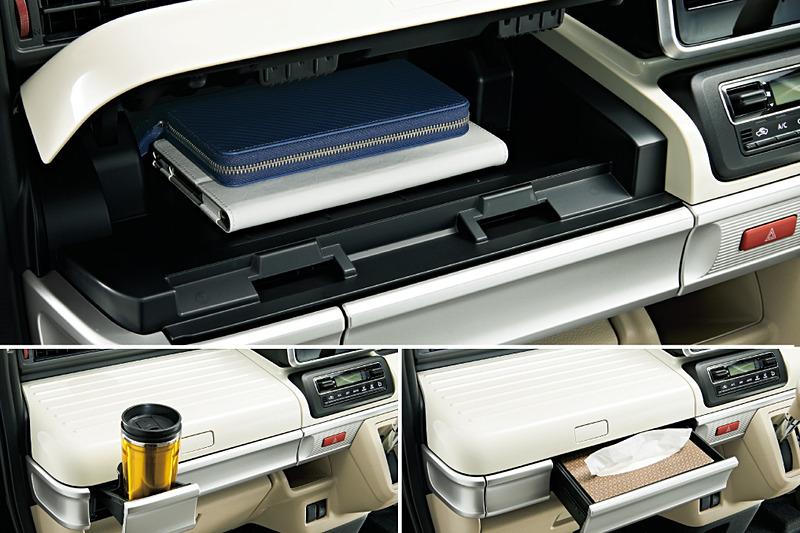 スペーシア/スペーシア カスタムは収納も充実。助手席のカラーパネルは、ボタンを押すと助手席のインパネアッパーボックスとなるほか、ティッシュボックスがすっぽり入るインパネボックスや使わないときは収納できるドリンクホルダーも設置