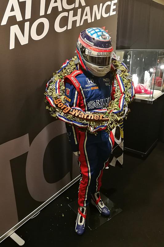 レーシングスーツとヘルメット