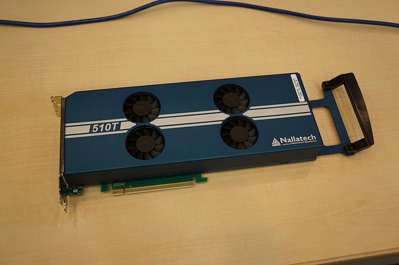 現在はインテルのArria 10というFPGA(ソフトウェアにより再構成可能な汎用半導体)を利用してデモが行なわれている。このためPCのように巨大になっているが、ASICに落とし込めば1チップで実現可能