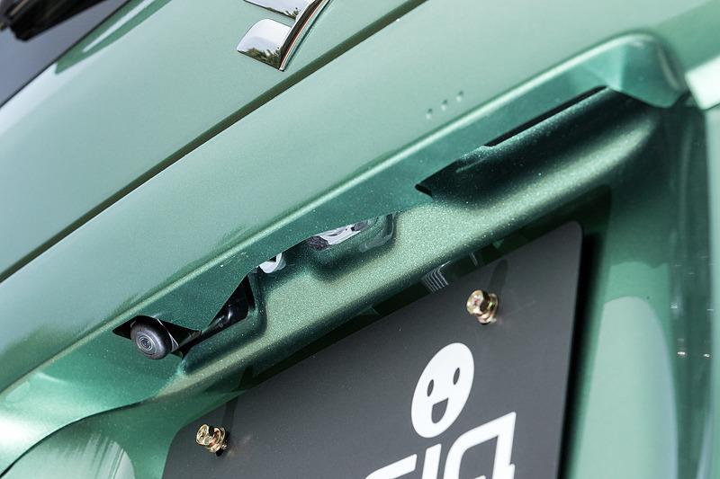 オプションの全方位モニター装着時は車両周囲に4つのカメラを装着