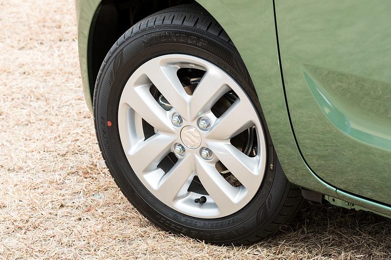 タイヤサイズは155/65 R14。撮影車両はダンロップ「エナセーブEC300+」を装着。アルミホイールはHYBRID Xにオプション