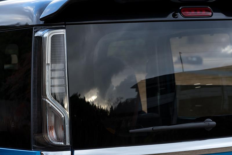 リアコンビランプは導光レンズとLEDの組み合わせ