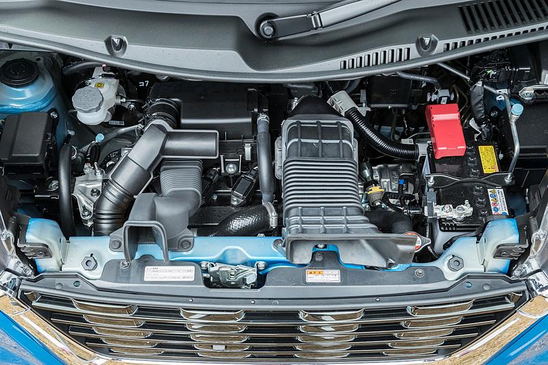 カスタムのみに設定されるターボエンジン。スペックは47kW(64PS)/6000rpm、最大トルク98Nm(10.0kgm)/3000rpm